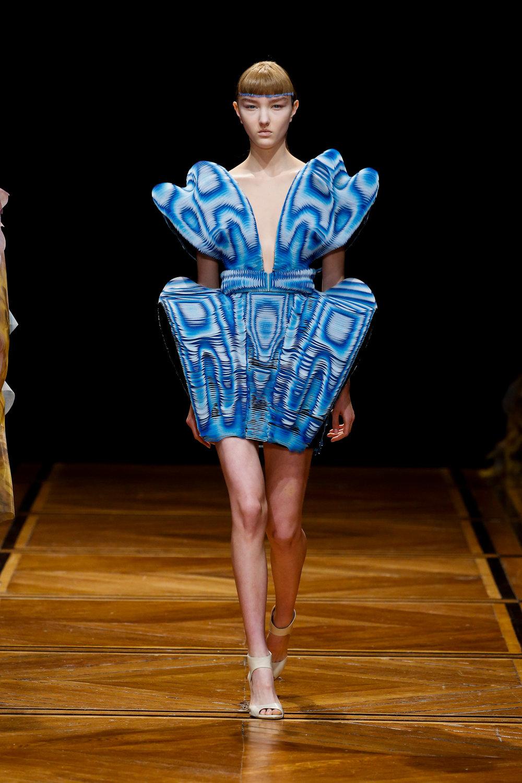 iris-van-herpen-couture-fashion-design_dezeen_2364_col_38.jpg