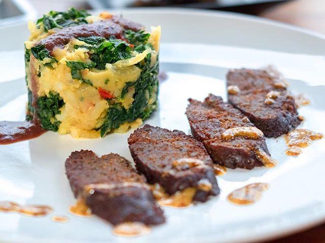 Vegan Dutch Kale Potatoes & Sauerkraut by @OriginalHerbivore - who will be presenting us with even more VEGAN European Dishes on June 23 with night of live music feature @italmanmusic and @dasheye 🍻🎵 —🥕—🥦—🍅—🥑—🍋— Head to VeganNightSD.com for more info! #VeganNightSD🍻🍻 Awesome 📹: @turnipvegan