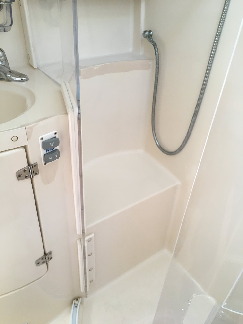 Walk-in shower in main head