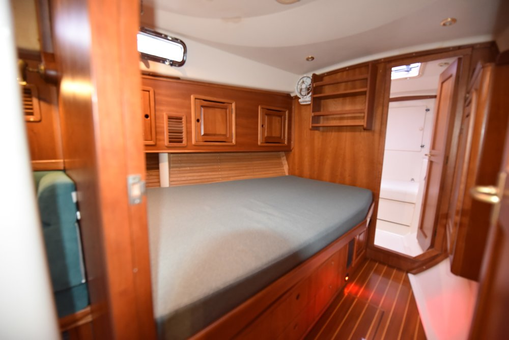 Forward pullman berth with additional head in V.