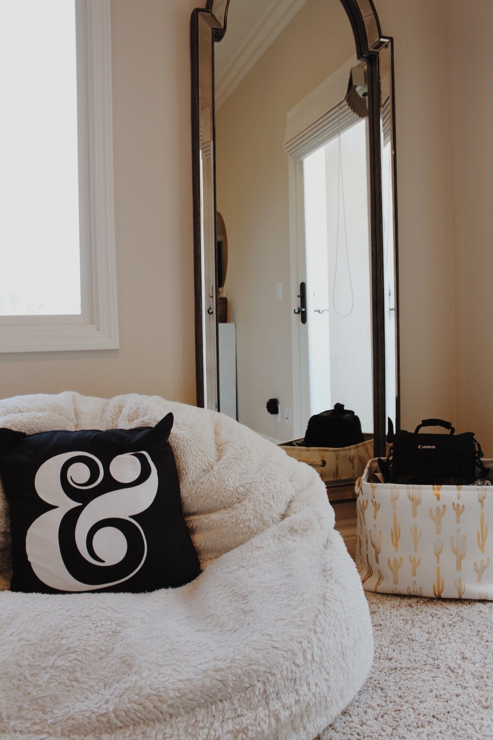My ampersand pillow is from the brand Kate Spade which I found at Bed Bath & Beyond. I couldn't find it online though! You can find my beanbag  here !!