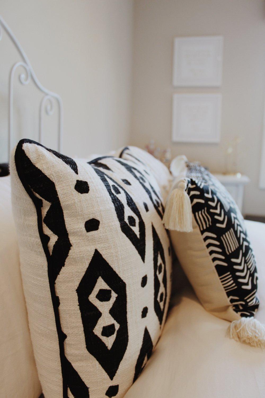 Square pillow  //  Lumbar pillow (similar)