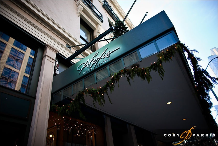 The front of the  Alexis hotel at christmas by seattle wedding photographer cory parris