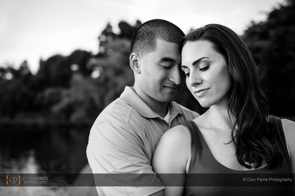 046-green-lake-engagement-portraits-seattle