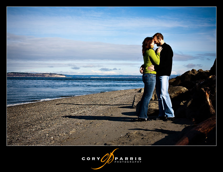 couple on mukilteo beach