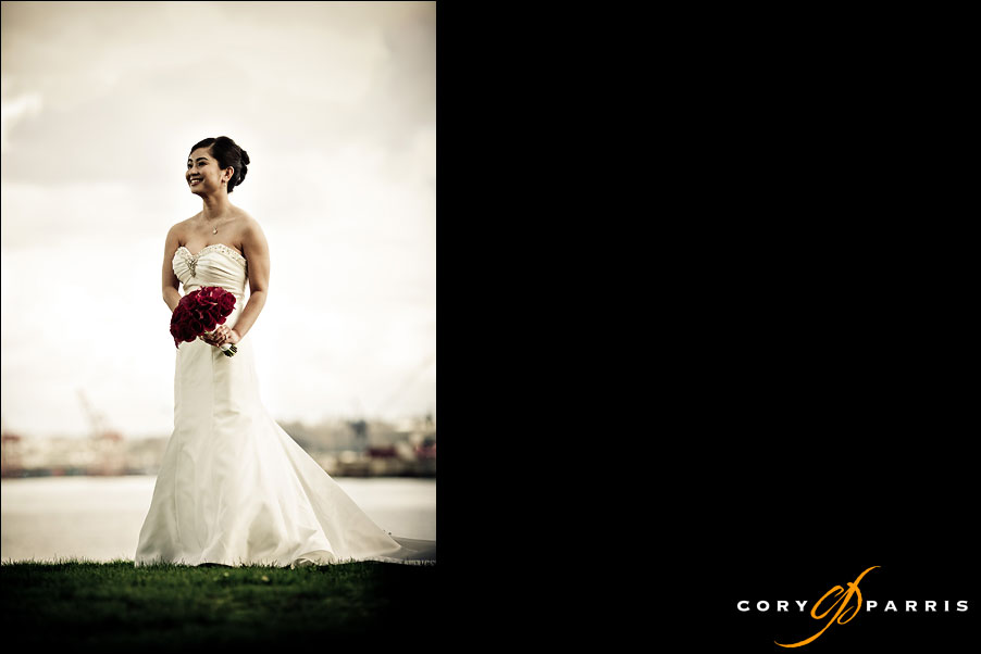 bride portrait with Seattle skyline in the background by seattle wedding photographers cory parris