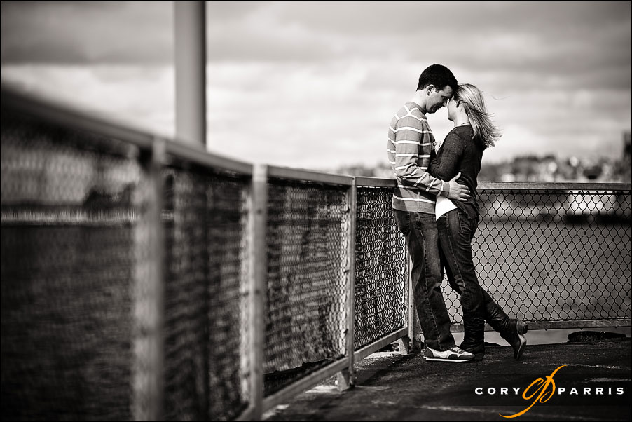 couple portrait on the waterfront in seattle