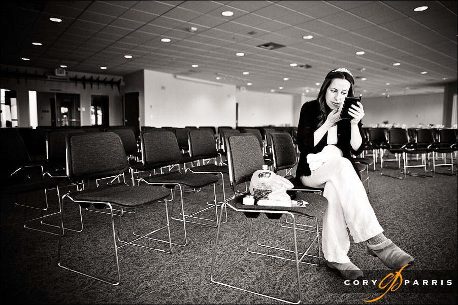 bride putting on make-up in the reception area