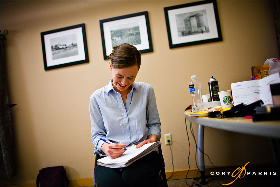 bride writing her vows by seattle wedding photographer cory parris