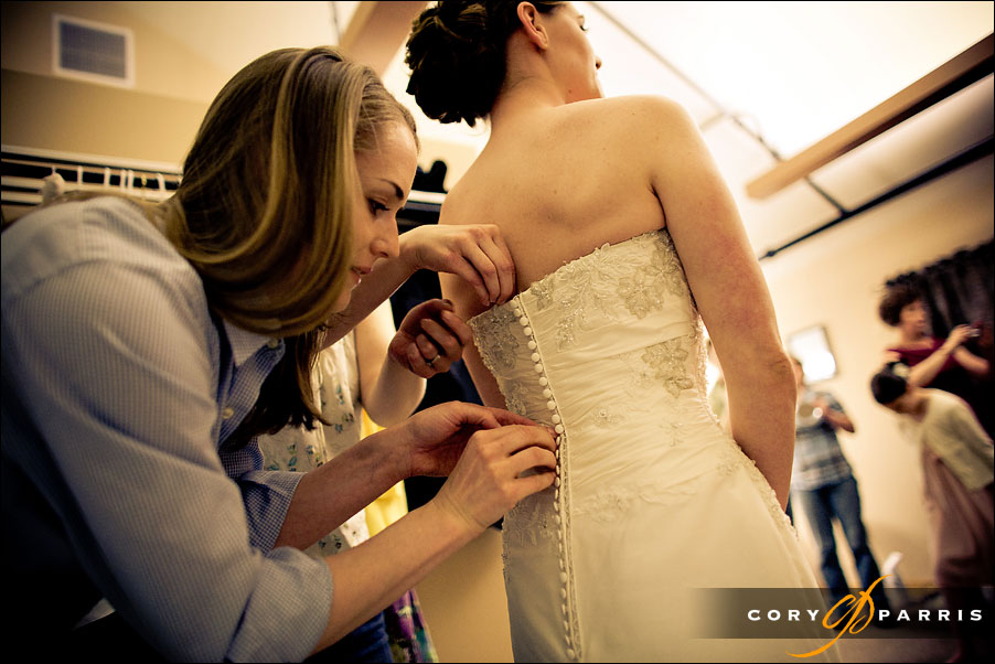buttoning up the wedding dress by seattle wedding photojournalist cory parris