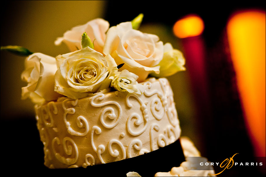 detail of the cake top by seattle wedding photographer cory parris