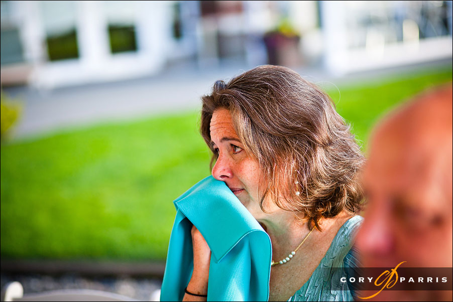 guest crying during the Father of the bride speech by wedding photojournalist cory parris in seattle