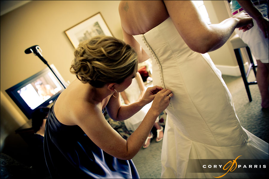 bride dress getting buttoned up by seattle wedding photojournalist cory parris