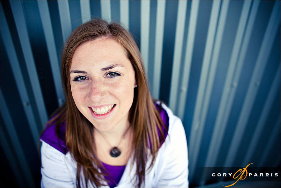 senior portrait photographer in seattle cory parris girl by steel wall