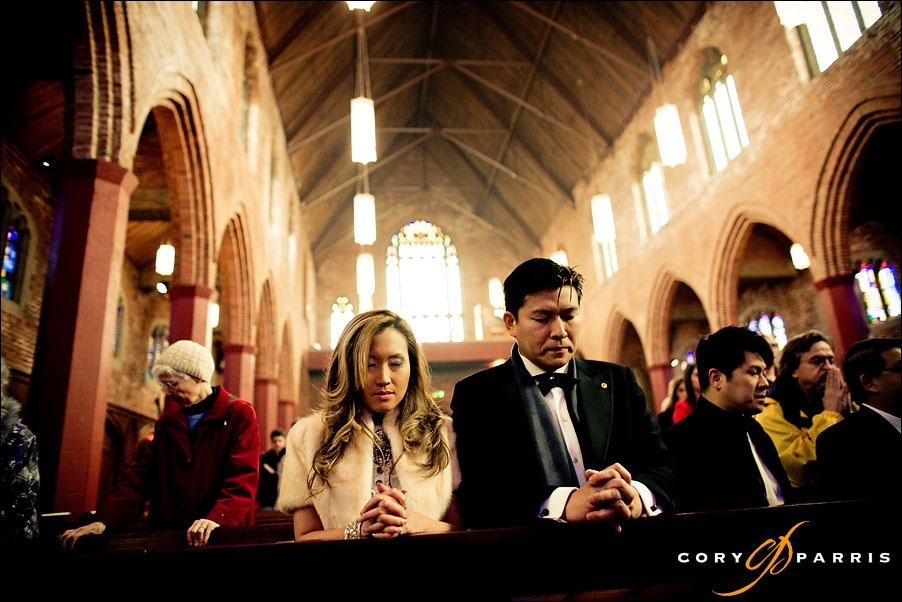 wedding couple praying during mass at blessed sacrament by seattle wedding photographer cory parris