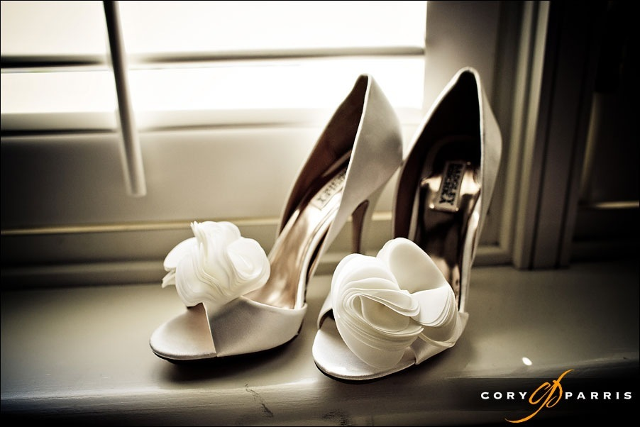 wedding shoes at newcastle golf club by seattle wedding photographer cory parris