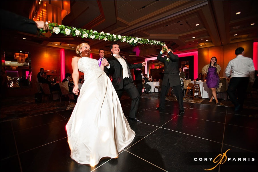 wedding limbo at hotel bellevue by seattle photographer cory parris