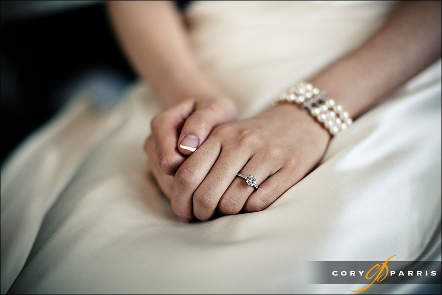 bride's hands before the wedding by seattle wedding photographer cory parris