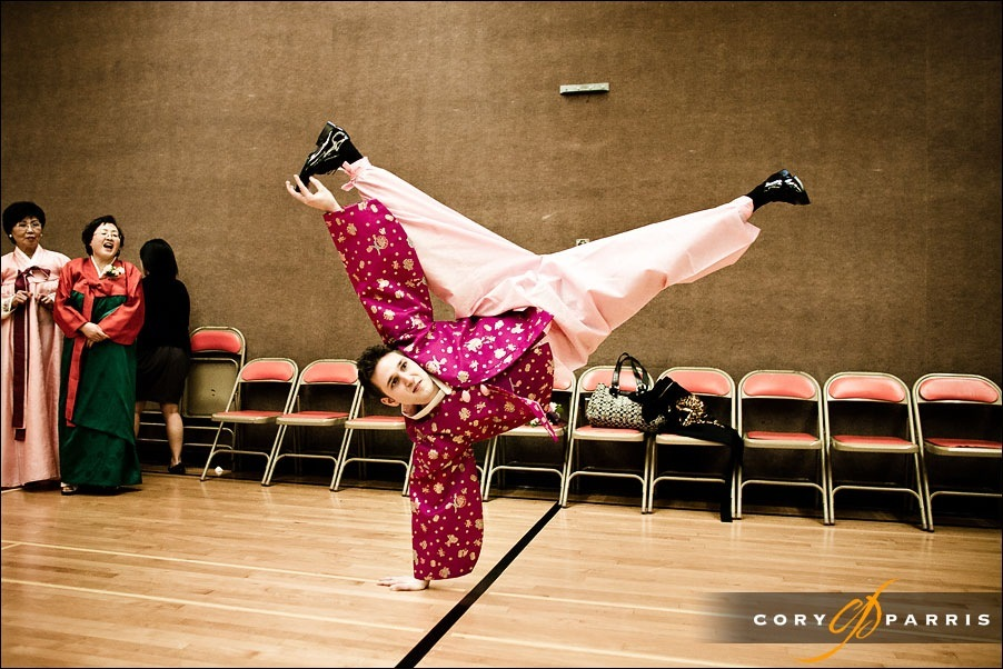 groom break dancing in his korean clothing