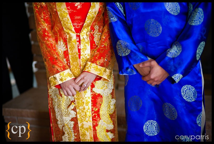 bride and groom in traditional vietnamese costume during the tea ceremony in the groom's home