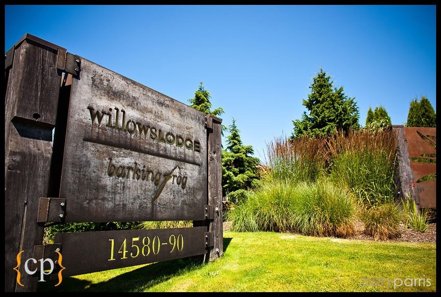the sign at willows lodge by seattle wedding photographer cory parris