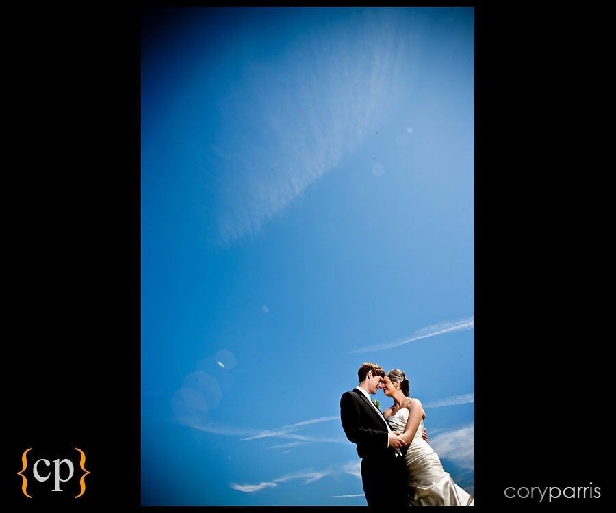 bride and groom with the blue sky by seattle wedding photographer cory parris strobist