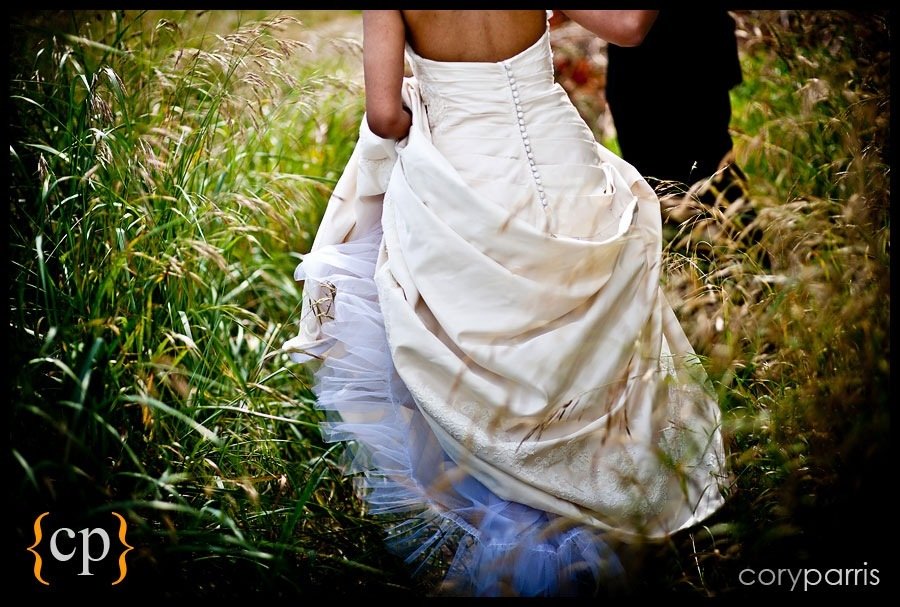 bride walking through tall grass by seattle wedding photographer cory parris