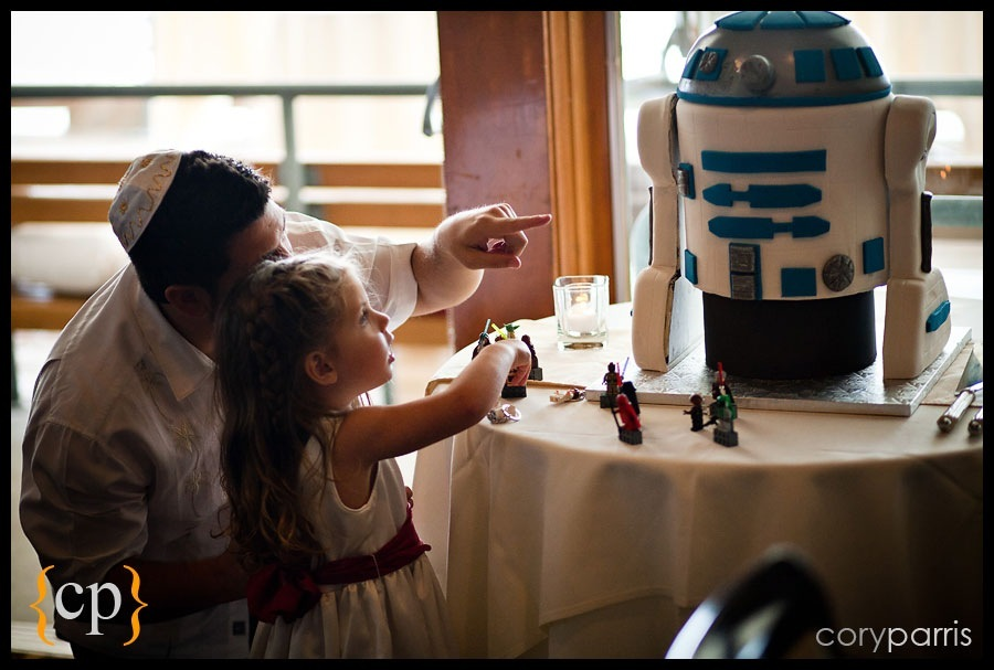 girl and dad looking at the R2-D2 cake at the seattle wedding