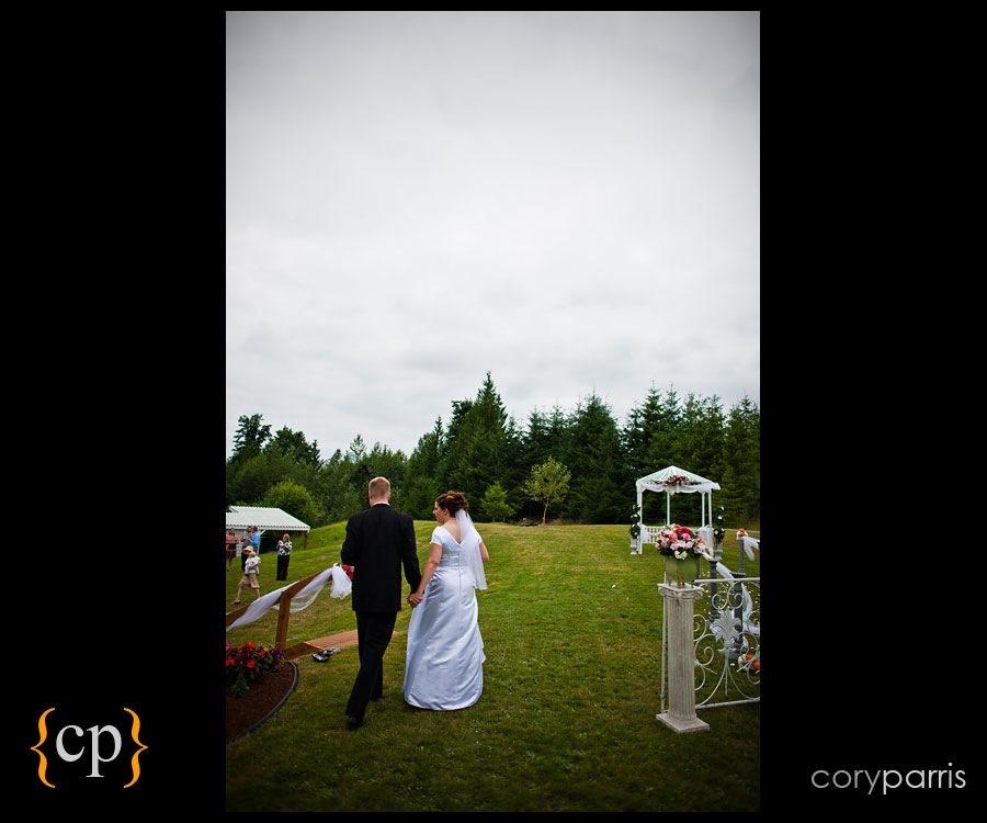 backyard wedding in granite falls by seattle wedding photographer cory parris - 22