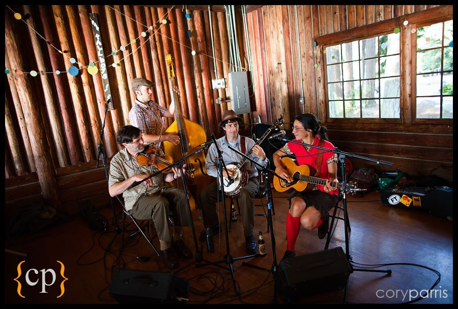 the tallboys playing at a log cabin weddig in the woods by seattle wedding photograpehr cory parris