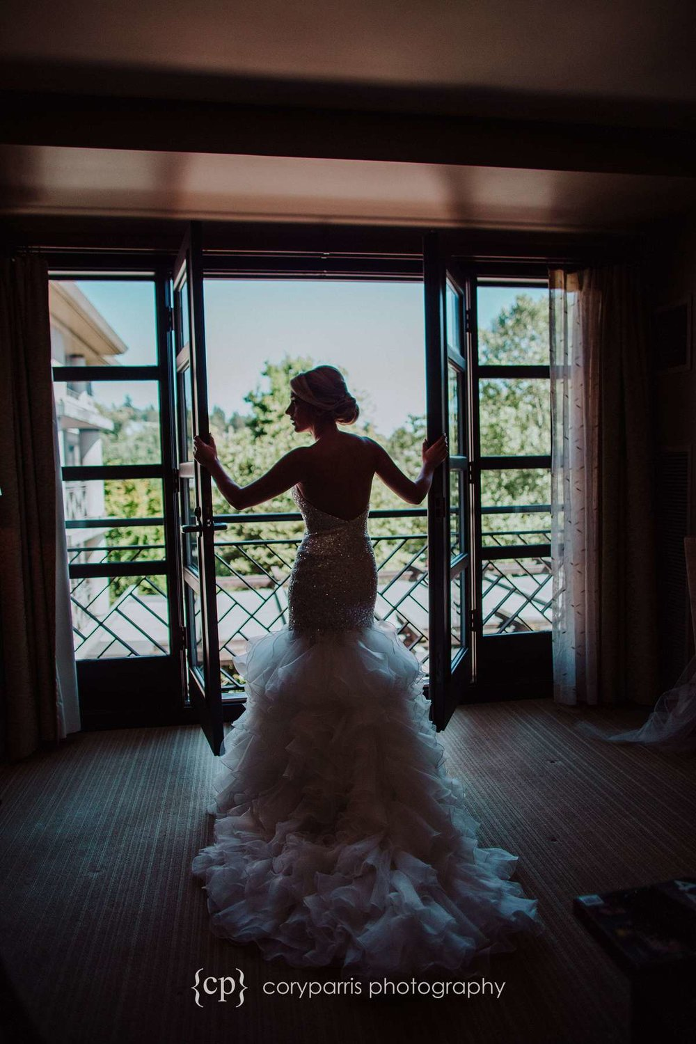 Bridal portrait in the hotel room