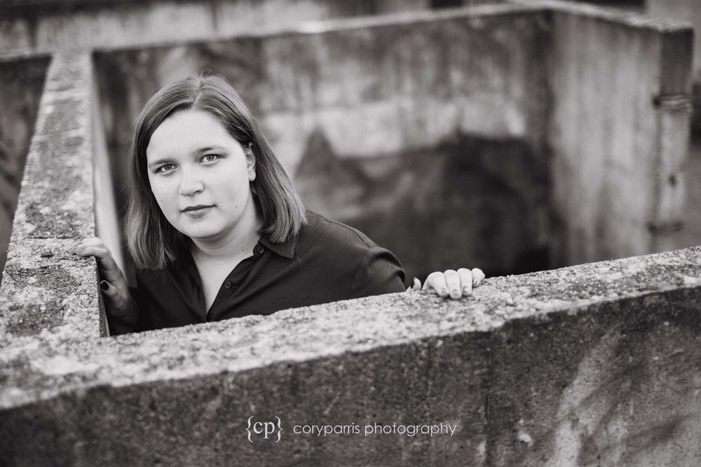 b&w senior portrait photography