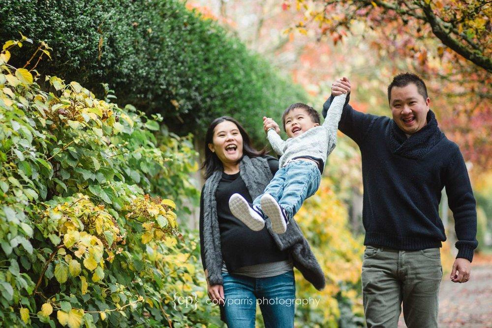 Family portraits in Seattle Bridge