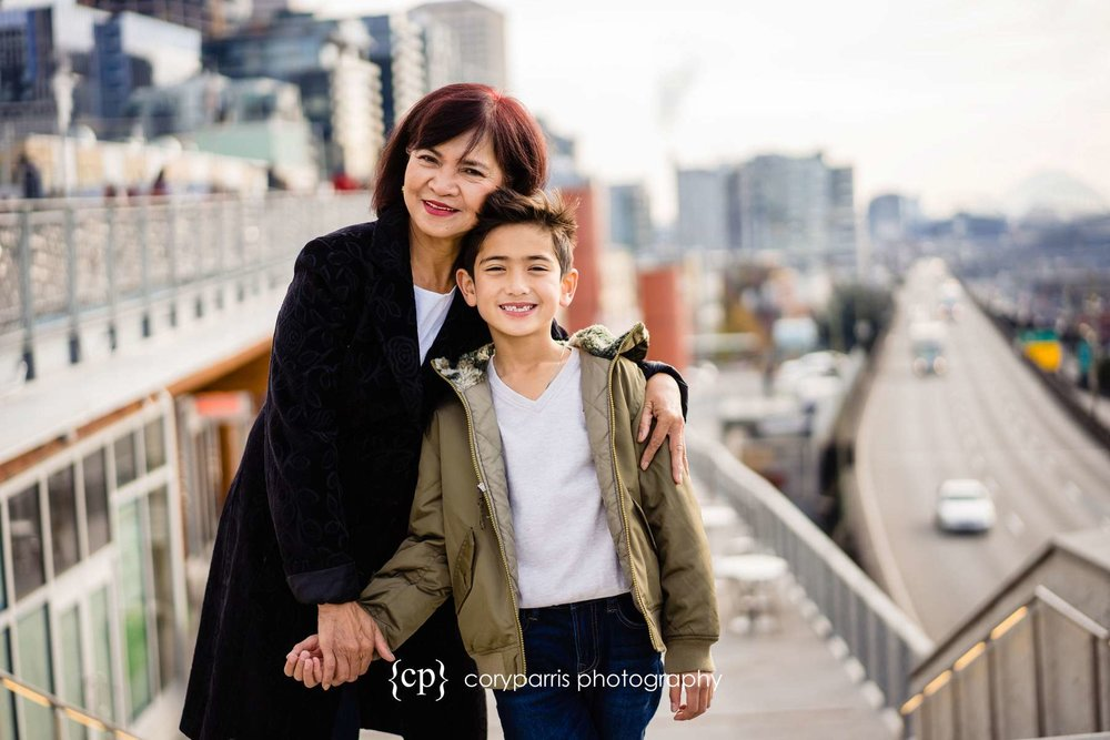 103-seattle-family-portraits-Pike-Place.jpg