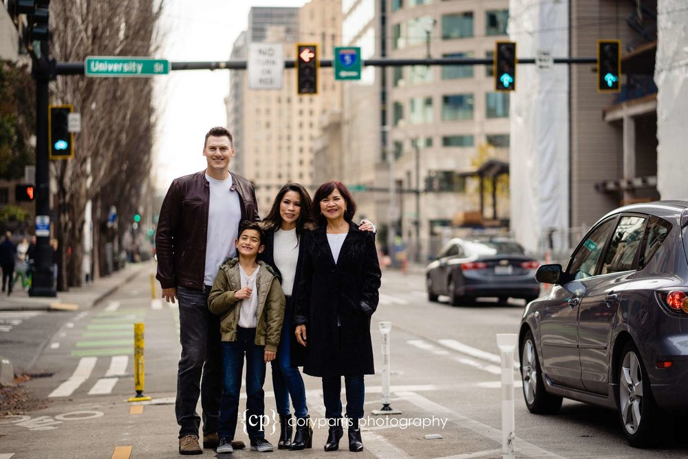 206-seattle-family-portraits-Pike-Place.jpg