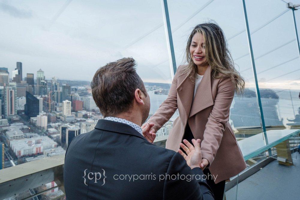 Space-Needle-Wedding-Proposal-0005.jpg