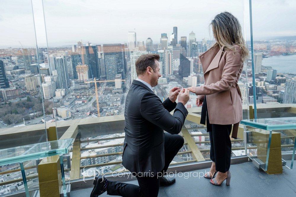 Space-Needle-Wedding-Proposal-0006.jpg
