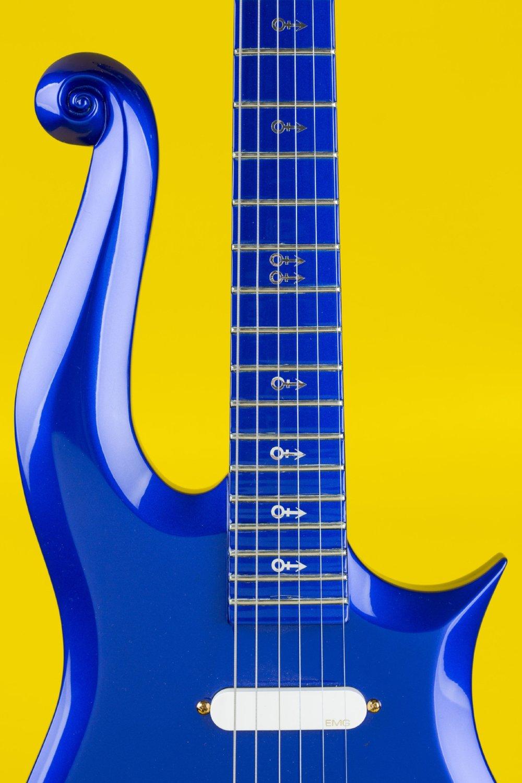 Prince_Cloud Blue Guitar_HRC081435-22.JPG