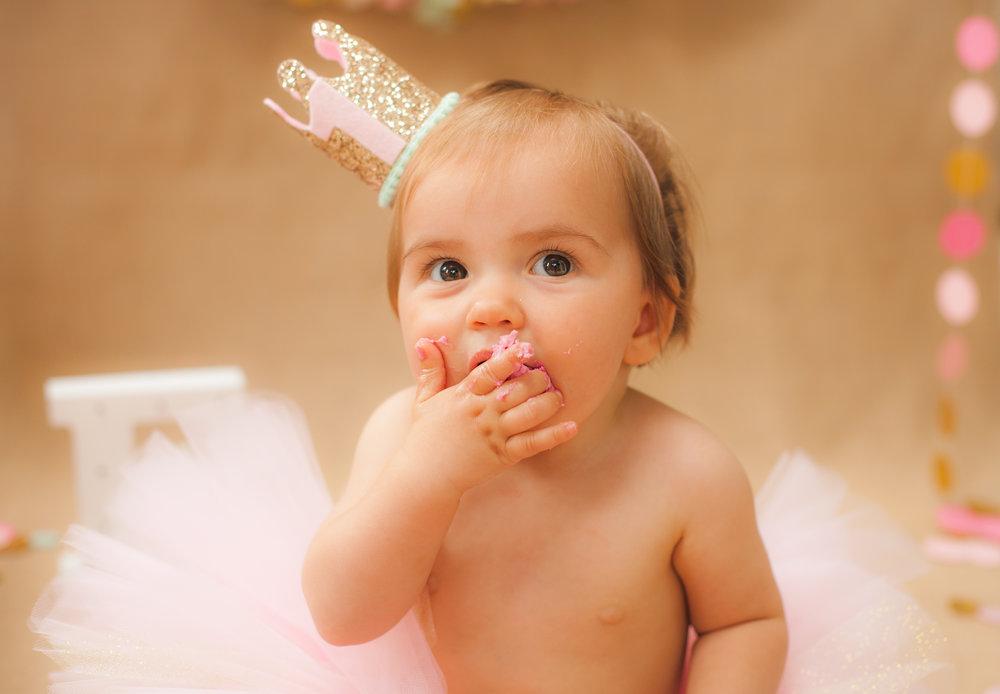 Eloise 1 Year Cake Smash-8523.jpg