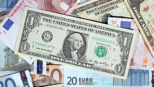 Dollar weakens as global mood turns cautious