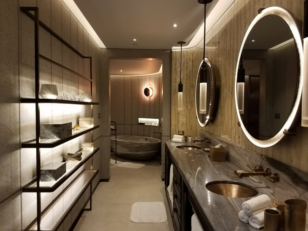Gorgeous bathroom.