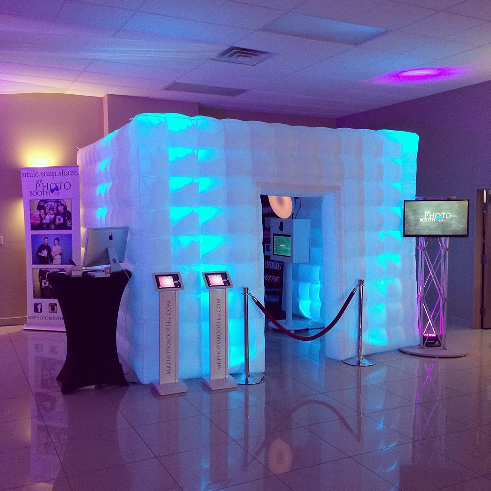 Super Enclosure Extraordinary Entertainment photo booth