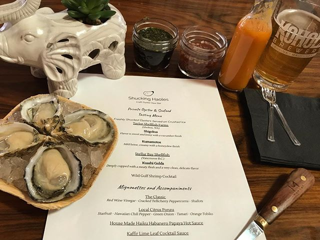 Craft oyster tasting menu for bivalve loving wedding clients 🤙🏽 . . Mahalo to all the oyster lovers out there that make this passion and vision come to life! . . . . @unveiledhawaii . . #koholabrewery #shuckinghaoles #oystercommandments #oysters #oystersocial #oysterpopup #maui #weddings #mauiwedding #shellfish #hawaii #pnw #mauiprivateevent #mauicatering #beachwedding #mauioysterbar #oysterbar #mauievents #mauieventplanner #hawaiiwedding #mauieventplanner #mauiweddingcoordinator #mauiwedding #mauicorporateplanner #mauicorporateevents #wedding #destinationwedding #beachwedding  #maui #hawaii #wailea #makena