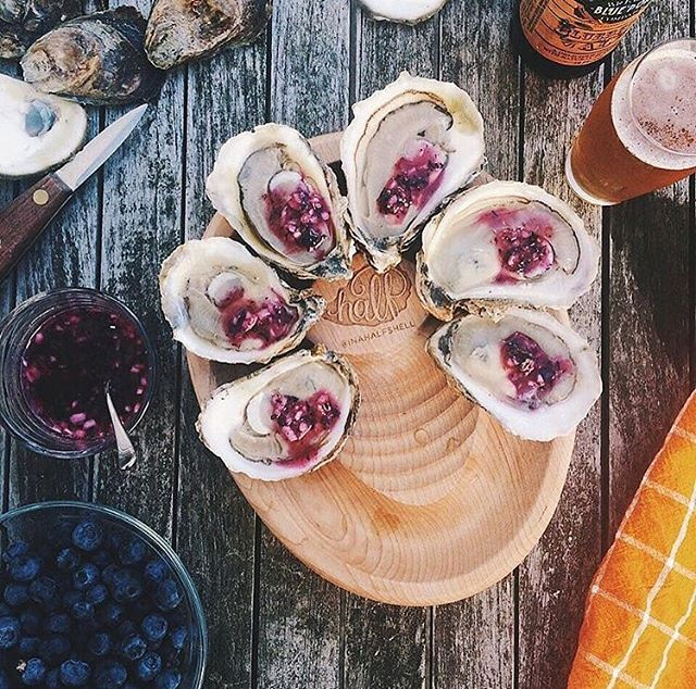 With the transition into fall comes the urge for a refreshing Blueberry Mignonette to adorn a fresh Oyster. . . . . . . . Mahalo to @inahalfshellblog for the beautiful picture and accompaniment inspiration. . . . . #oystercommandments #oysters #oystersocial #oysterpopup #maui #weddings #mauiwedding #shellfish #hawaii #pnw #mauiprivateevent #mauicatering #beachwedding #mauioysterbar #oysterbar #mauievents #mauieventplanner #hawaiiwedding #mauieventplanner #mauiweddingcoordinator #mauiwedding #mauicorporateplanner #mauicorporateevents #wedding #destinationwedding #beachwedding  #maui #hawaii #wailea #makena