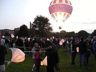 BalloonCrowdRec-B-P9220012(20k).jpg