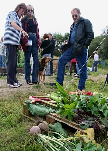 AllotmentOpenDay-Lance2[1].jpg