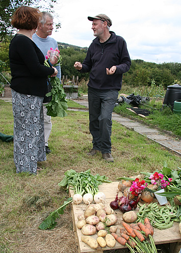 AllotmentOpenDay-Rick[1].jpg