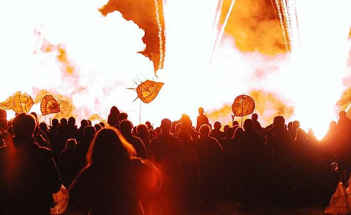 FireworksExplosionLanterns-P100(30k).jpg