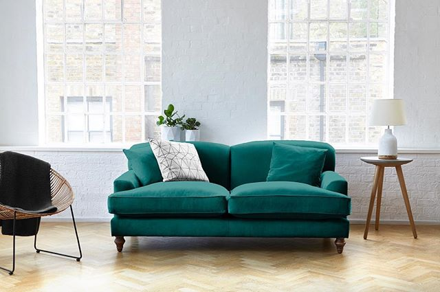 Obsessing over everything teal at the moment😍 @darlingsofchelsea Galloway Sofa is in the most terrific shade of teal!  #homedecor #tealhome #teal #interiordesign #interior_and_living #interior4inspo #sofas #dreamsofa
