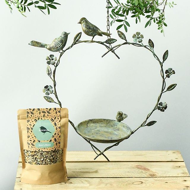 With Mother's Day getting closer, @boxwildhq have the most stunning personalised Heart Bird Feeder Gift Set for your much loved mum!